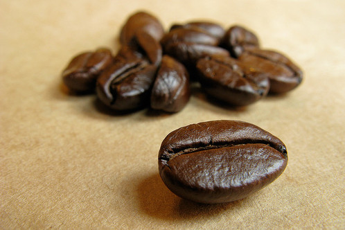 Full_coffee_beans_macro